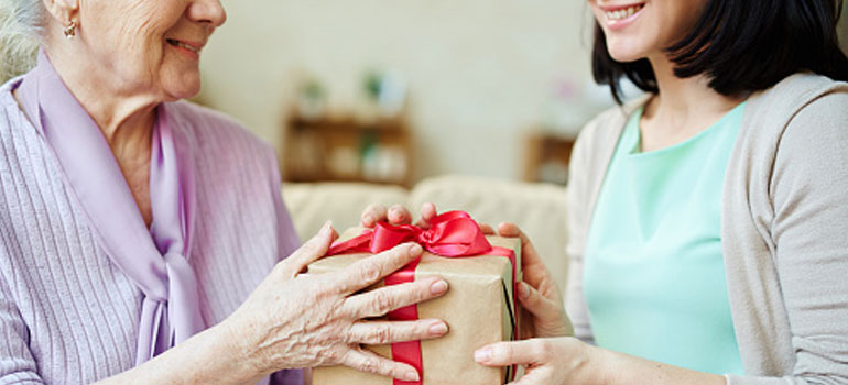 Holiday Gift Ideas for a Loved One with Dementia
